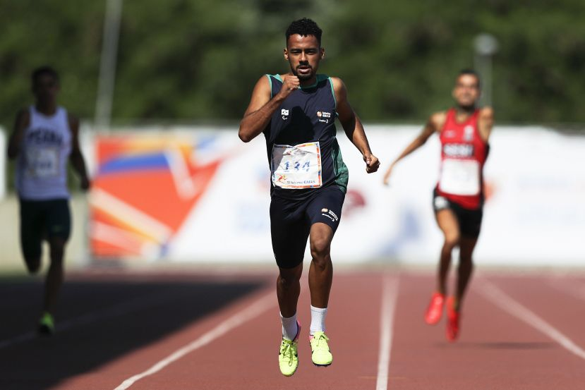 Daniel Martins quebra recorde mundial no encerramento do Open Internacional de Atletismo