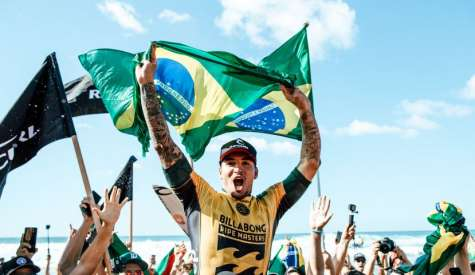 Gabriel Medina é bicampeão mundial vencendo o Pipe Masters no Havaí