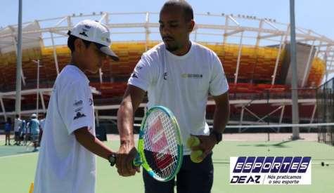 Parque Olimpico recebe projeto social para ensinar crianças a prática do tênis
